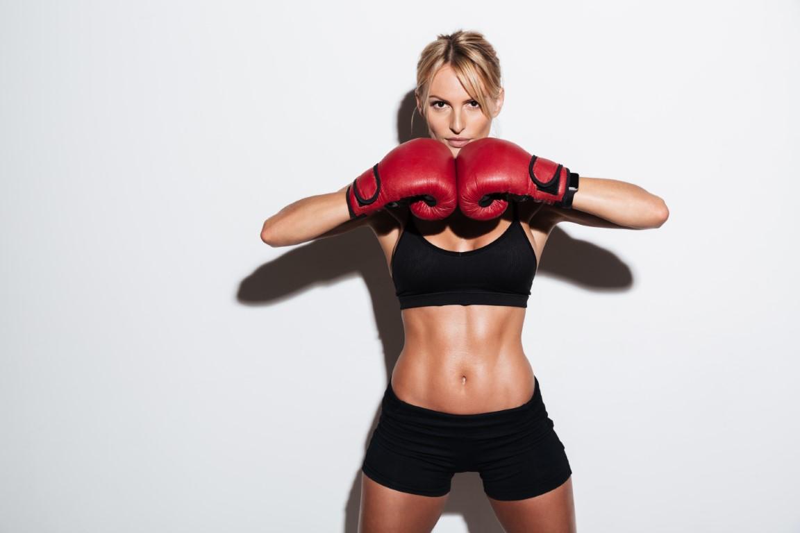 femme qui fait de la boxe